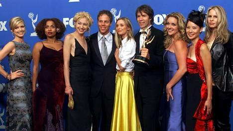 Ally McBeal -sarjan tähdistö vuoden 1999 Emmy-gaalassa. Lisa Nicole Carson kuvassa toinen vasemmalta.