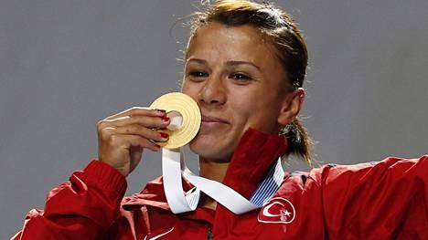 Gülcan Mingir juhli EM-kultaa Helsingissä 2012.