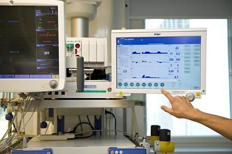 Lääkitsemisen ja muun hoitotyön ohella teho-osaston hoitajat monitoroivat potilaiden elintoimintoja. Arkistokuva.