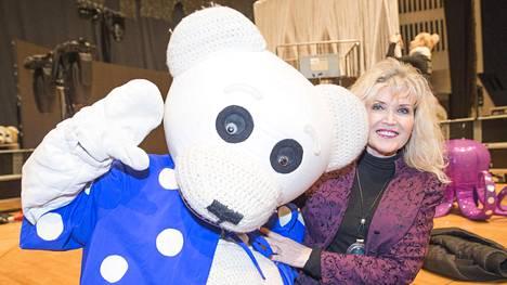 Riitta Korpela on laulattanut ja viihdyttänyt lapsia Ti-Ti Nallen kanssa jo yli 30 vuotta.