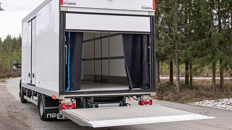 Uusissa lääkekuljetusautoissa on haluttu myös ratkaista kuljettajien työturvallisuuteen vaikuttavia seikkoja.
