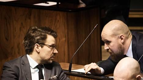 Vihreiden kansanedustajan Ville Niinistön mielestä puolueen poliittinen viesti on äänestäjien silmissä hämärtynyt. Sanojen kohteena on puheenjohtaja Touko Aalto (oik.).