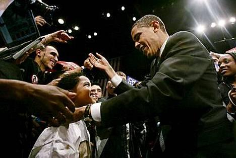 Barack Obama tervehti kannattajiaan perjantaina viimeisessä Etelä-Carolinan vaalitilaisuudessaan ennen lauantain esivaaliäänestyksen alkamista.
