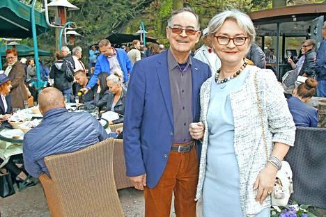Lasse Liemola ja hänen Sirje-vaimonsa ovat kulkeneet yhteistä matkaa jo 36 vuotta. – Ei ole valittamista, Lasse Liemola letkauttaa.