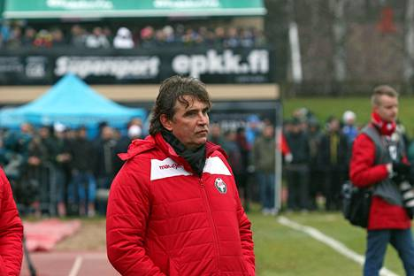 Alexei Eremenko sr. katseli vakavana Jaron tappiota SJK:lle.