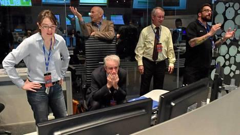 Tunnelmat ESAn lennonvalvontakeskuksessa vaihtuivat keskiviikkona jännityksestä helpotuksen kautta taas jännitykseen, kun tieto Philaen pomppulaskusta saapui.