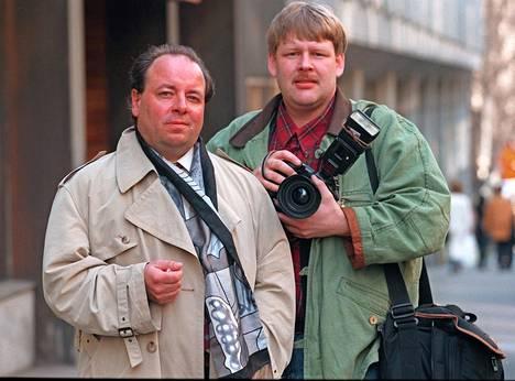 Toimittaja Heikki Haapavaara ja kuvaaja Mauri Ratilainen vuonna 1998.