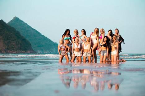Paratiisisaarella pariskunnat kohtaavat monia viettelyksiä, kuten 12 hemaisevaa sinkkunaista.