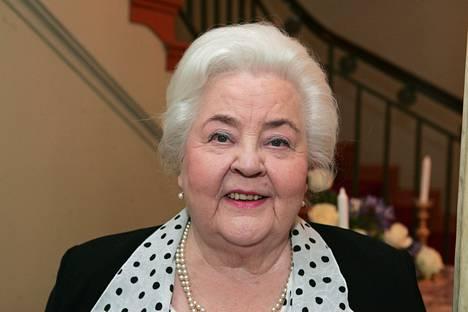 Anita Välkin oopperaura sai kohtalokkaan haavan yhden riidan takia.