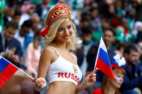 Futisfanit saivat selville, että venäläiskaunotar on nimeltään Natalia Nemchinova.