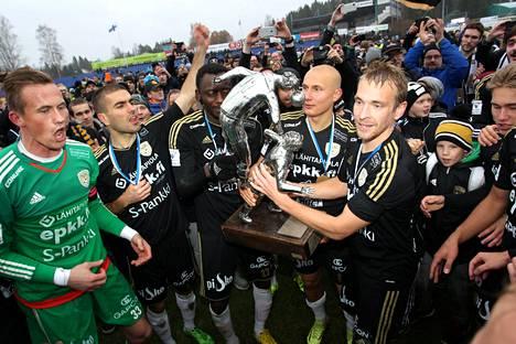 Kausi 2015 päättyi SJK:n mestaruusjuhliin.