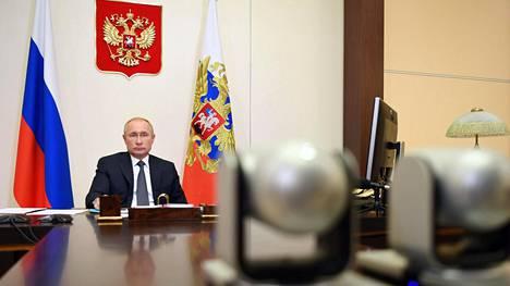 Vladimir Putin kertoi tiistaina Venäjän koronarokotteesta. Osa asiantuntijoista pitää puheita rokotteen toimivuudesta ennenaikaisina.