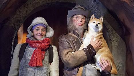 Pirpana (Kreeta Salminen) ja Sherlokkinen (Vesa Vierikko) sekä Rekku-koira.