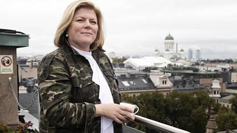 """Helena Puolakka on helsinkiläisen ravintola Savoyn """"chef patron"""", joka tekee pitkää päivää ja on saanut molemmat: uran ja perheen."""
