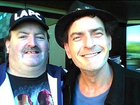 Charlie Sheen ja fani Las Vegasissa tammikuun alussa.