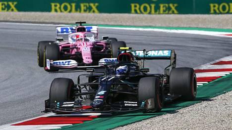 Valtteri Bottas ajoi mustalla Mercedeksellään 66 kierrosta perjantaina.