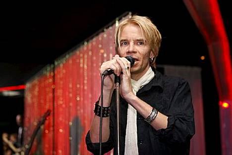 Ville Pusa nousi perjantaina ensimmäistä kertaa lavalle puolisonsa kuoleman jälkeen.