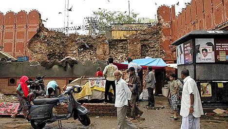 Jo kaksi päivää jatkuneet rankkasateet ovat aiheuttaneet tuhojaan muun muassa Jaipurissa.