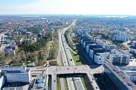 Matinsolmun liittymä sijaitsee alle kilometrin päässä Piispansillansolmusta. Turvallisuuden ja liikenteen sujuvuuden takia moottoritielle ei haluta rakentaa kahta liittymää niin lähekkäin.