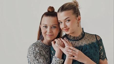Johanna ja Joalin Loukamaa eivät miettineet kauaa, ennen kuin suostuivat kirjaprojektiin.