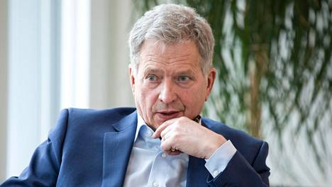 """Jos Niinistön esittämä kokous toteutuu, on hän itse seuraamassa sitä """"kotisohvalta"""", kuten hän itse totesi HS:n Vieraskynässä. Niinistön toinen kausi presidenttinä päättyy vuonna 2024."""