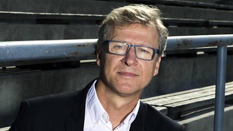 Markku Kanerva on Suomen jalkapallomaajoukkueen päävalmentaja.