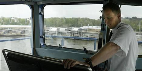 Merikapteeni Juha Rossi esitteli monen lukijan unelma-ammattia Ilta-Sanomille kesällä 2005.