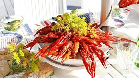 Rapukesteistä on Pekka Suorsan mukaan tullut suomalaisen kesäjuhlan gastronominen valtias.