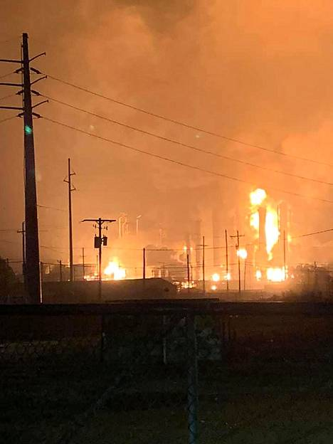 Tehtaalla räjähti noin kello yhdeltä yöllä paikallista aikaa. Räjähdyksen seurauksena tehtaalla syttyi suuri tulipalo.