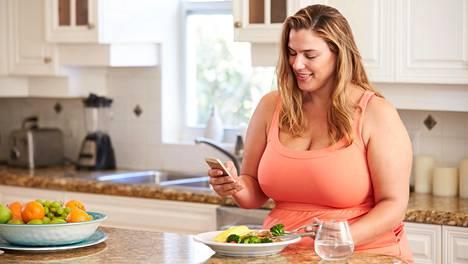 Pyri siihen, että keskityt syömiseen etkä tee samalla mitään muuta.