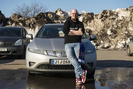 Antti Kangas arvioi, että hän kaasuttelee vuosittain reilut 20000 kilometriä pelkästään pelien perässä.