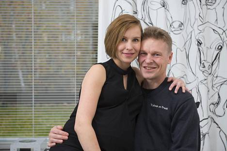 Heidi ja Toni kuvattuna 2017, kun Heidi odotti parin ensimmäistä yhteistä lasta.