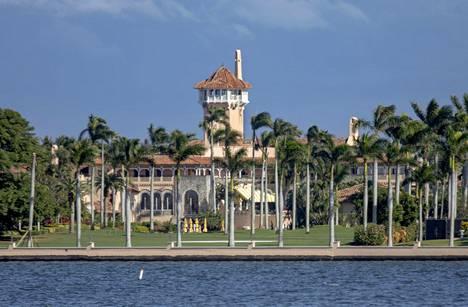 Trump lähti Valkoisesta talosta suoraan Palm Beachilla, Floridassa, sijaitsevalle Mar-a-Lagon klubilleen.