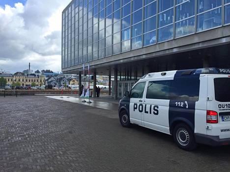 Soldiers of Odin -tunnuksiin varustautuneita henkilöitä nähtiin Vasemmistoliiton kokouspaikalla Oulussa kesäkuussa.
