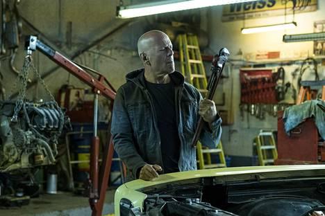Bruce Willis nähdään tänään ensi-iltansa saavan Death Wishin pääosassa. Televisiossa Willis on mahdollista nähdä kevään aikana muun muassa elokuvissa (1) Die Hard 2, (2) Looper ja (3) Pulp Fiction - tarinoita väkivallasta.