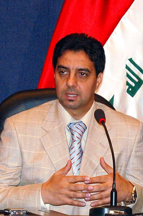 Peliuransa jälkeen Ahmed Radhi kokeili taitojaan politiikan kentällä.