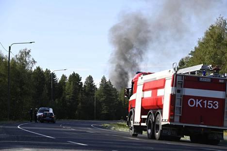 Paloa sammuttamassa oli useita pelastuslaitoksen yksiköitä.