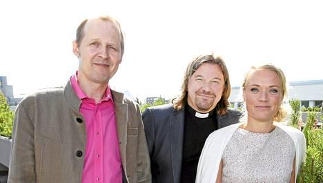 Mikael Saarinen, Kari Kanala ja Maaret Kallio valitsivat kuudelle sinkulle aviopuolisot Ensitreffit alttarilla -sarjan toisella kaudella.