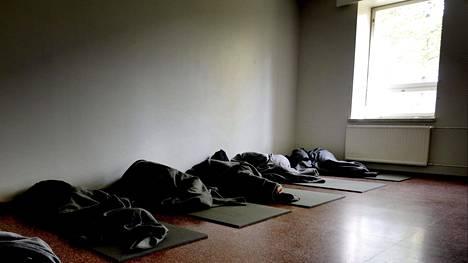 Turvapaikanhakijoita vastaanottokeskuksessa syyskuussa 2015.