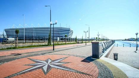 Hiljattain avattu Kaliningradin stadion kylpi kevätauringossa 22. toukokuuta.