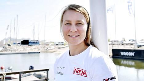 Tuula Tenkanen jatkaa kuudentena MM-regatassa – Monika Mikkola nousi selkävaivaisena