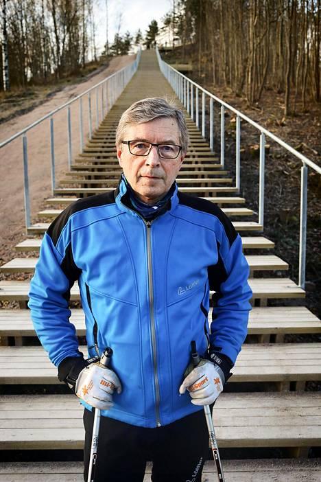 Suomen hiihtoliiton puheenjohtaja Markku Haapasalmi pitää suomalaisten kokouskustannuksia kohtuullisina.