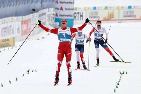 Aleksandr Bolshunov otti kultaa yhdistelmähiihdossa.