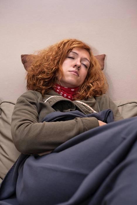 Jos makuuhuoneessa on pari astetta muita asuinhuoneita viileämpää, se voi helpottaa nukahtamista.