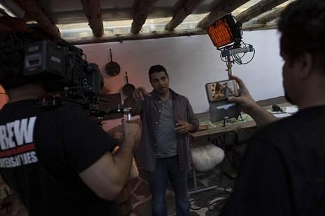 Peyman (elokuvakameran kanssa) Ramin ja Sami (kännykkäkameran kanssa).