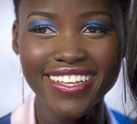 Meksikolais-kenialainen näyttelijä valittiin Amerikan Voguen heinäkuun numeron kanteen.
