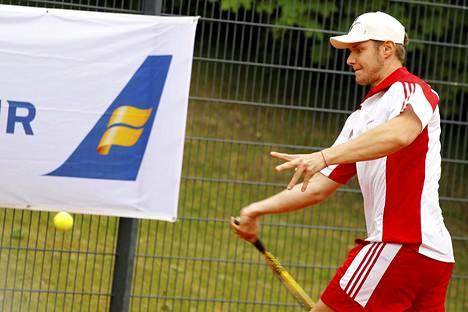 Aleksander Barkov näytti tennistaitojaan perinteisessä Bermuda-turnauksessa.