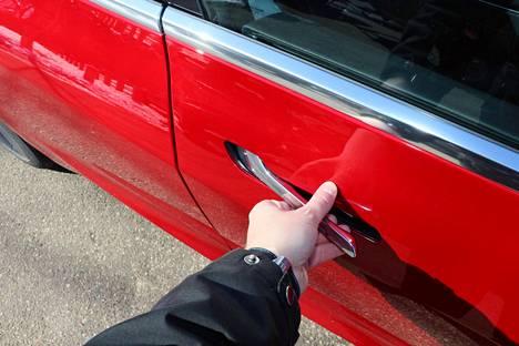 Suunnitteluvirhe! Ovien avaaminen voisi olla helpompaa.
