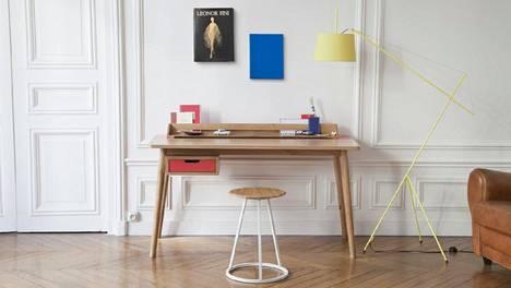 Työpisteen ei tarvitse olla kodin sisustuspainajainen. Kaunis, siro ja naisellinen Honore-kirjoituspöytä ranskalaiselta valmistajalta Harto.