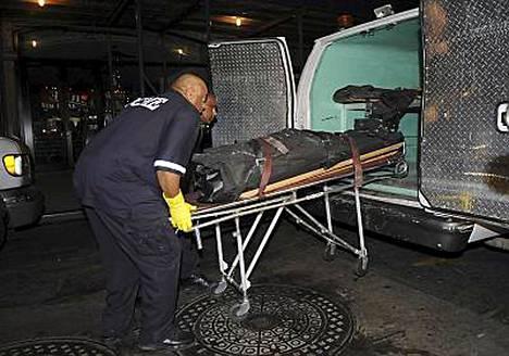 Poliisi löysi Word Trade Centerin lähellä sijaitsevasta 26-kerroksisesta rakennuksesta naisen ruumiin.